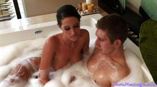 Sexo quente na banheira e depois