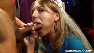 Noiva suga e fode na festa de solteira