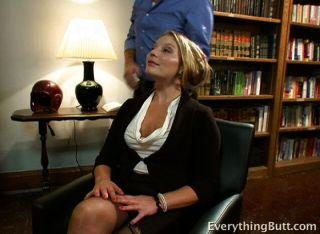 Ela faz muito para conseguir seu próprio escritório