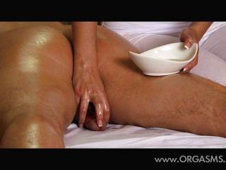 Belíssimo massagista peito dão orgasmos