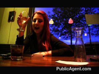 Agente público revela sua identidade a um amigo