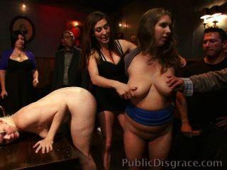Putas desgraçadas e fodidas em um bar