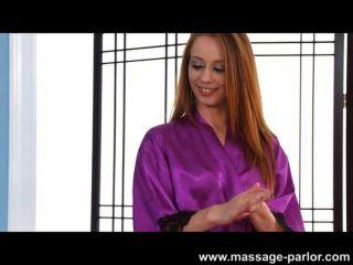 Kassius kay dá uma massagem profunda da garganta