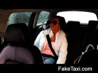 Faketaxi hot 19 anos em táxi