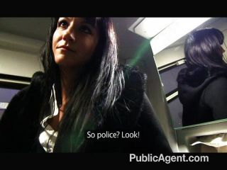 Publicagent penelope fode no trem