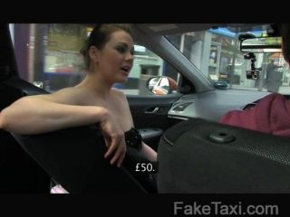 Faketaxi mulher posh paga por uma boa foda