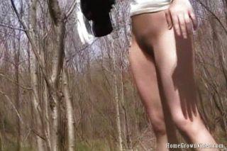 Babe dedilhando nas madeiras