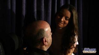 Anita seduz e fode seu professor de música