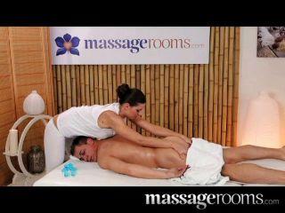 Salas de massagem grandes seios naturais