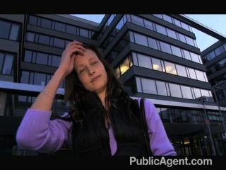 Publicagent evelyn tira fora de fora