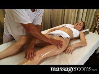 Muito sexy massagem erótica termina em creampie