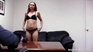 Sofá de casting para carreira pornô