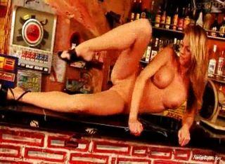 Gina nua no bar 4