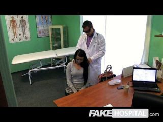 Falso hospital rígido dick e squirting pussy
