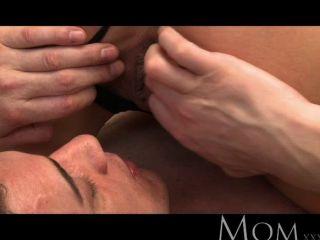Mamã loura milf ama sexo de manhã