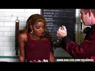 Sexy ebony jasmine webb é ensinado a esguicho