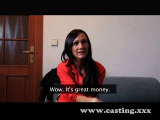 Mulher realmente entra nesta entrevista de elenco