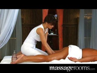 Quente massagista rita faz um bom trabalho