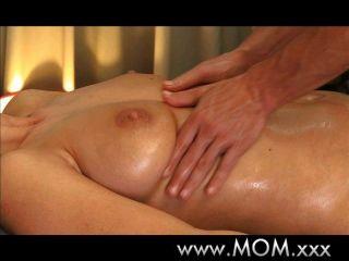 Morena tem a massagem da sua vida
