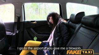 Faketaxi hot asian babe bateu em táxi