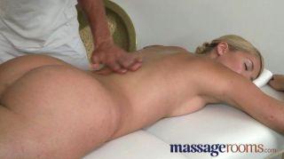 Salas de massagem loira com bichano pêssego suculento