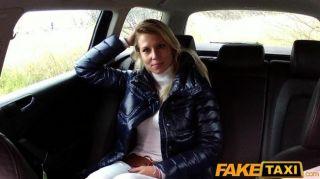 Faketaxi loira babe suga e fode no táxi