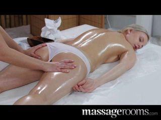 Salas de massagem inocente jovem loira