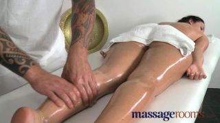 Salas de massagem jovem stunner pernas longas