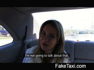 O anjo é golpeado por meu grande galo no meu táxi