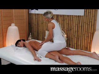 Salas de massagem elegante modelo com pernas longas