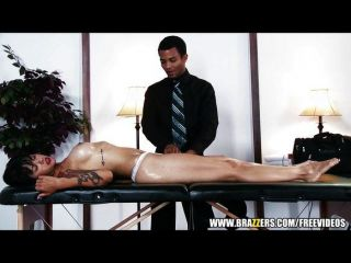 Sexy ceo morena fode seu masseur