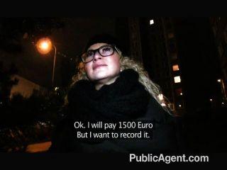 Publicagent sexy girl em óculos fodido