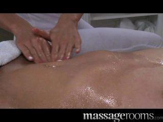 Salas de massagem linda jovem loira
