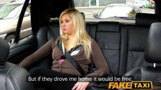 Faketaxi loira tem sexo de trás em táxi
