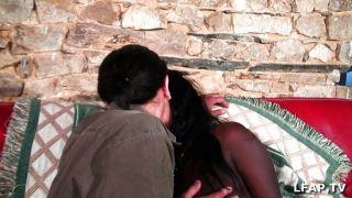 Garota negra francesa é sodomizada