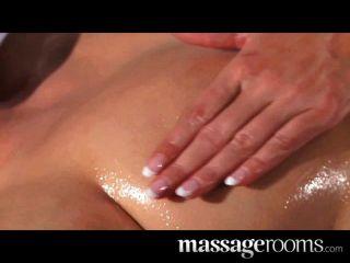Massagem quente do clitóris lésbica para bela morena