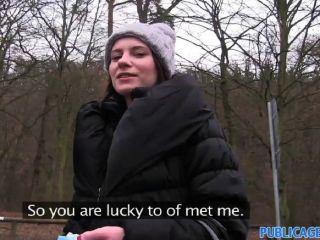 Outdoor sexo ao ar livre com uma mulher sexy