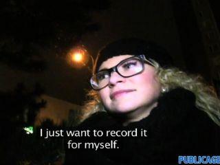 Publicagent cacheados loira loira em óculos