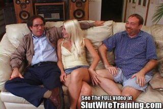 Esposa blondie fode 2 enquanto marido relógios