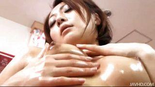 Yuu shiraishi oleada e brincando com ela twat