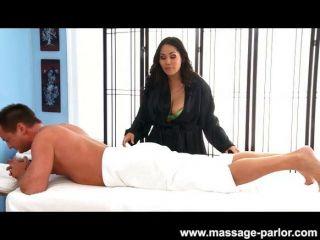 Jessica bangcock massagens um pau duro