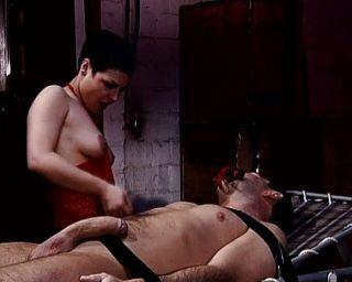 Prostituta fazendo o impossível com sua buceta