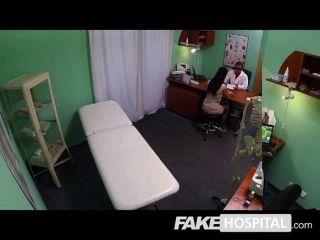 Falsa hospital jovem mamãe toma anal
