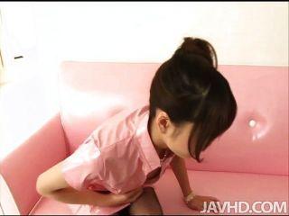 Ririka suzuki tem um buraco rasgado em seu pantyh
