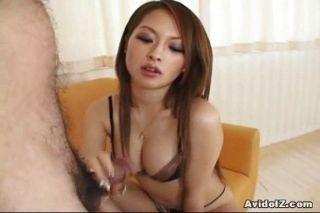 Hot japanese babe dá tit trabalho seguido por