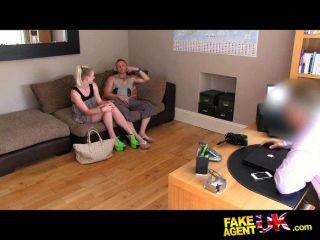 Threesome, sexo, roleta, fundição, sofá