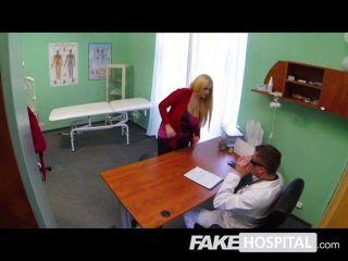 Falsa terapia hospitalar sexual com galo grande