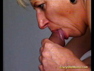 Louca velha mãe fica fodida difícil