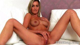 Castingxx garota loira recebe chuveiro spunk