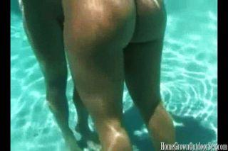 Sexo é melhor sob a água